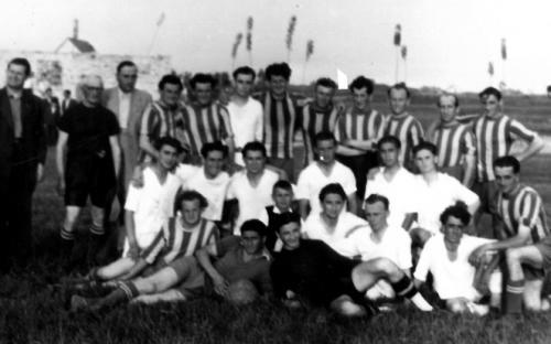 Pálya avató mérkőzés 1953. augusztus 20-án Öregek a Fiatalok ellen